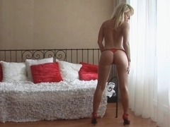 Well shaped 18 year old blondie teasing