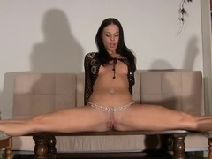 German gymnast masturbates and rides her dildo in the splits