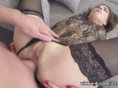 Henessy & Thomas in In Too Deep - 21Sextury