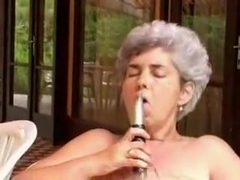 Crazy Amateur record with Grannies, Solo scenes
