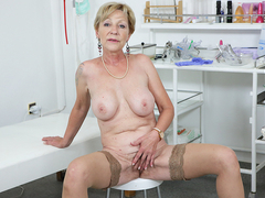 Busty Mom Mili Masturbating - VirtualXPorn