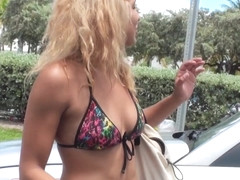 Hitchhiking exotic babe screwed in car